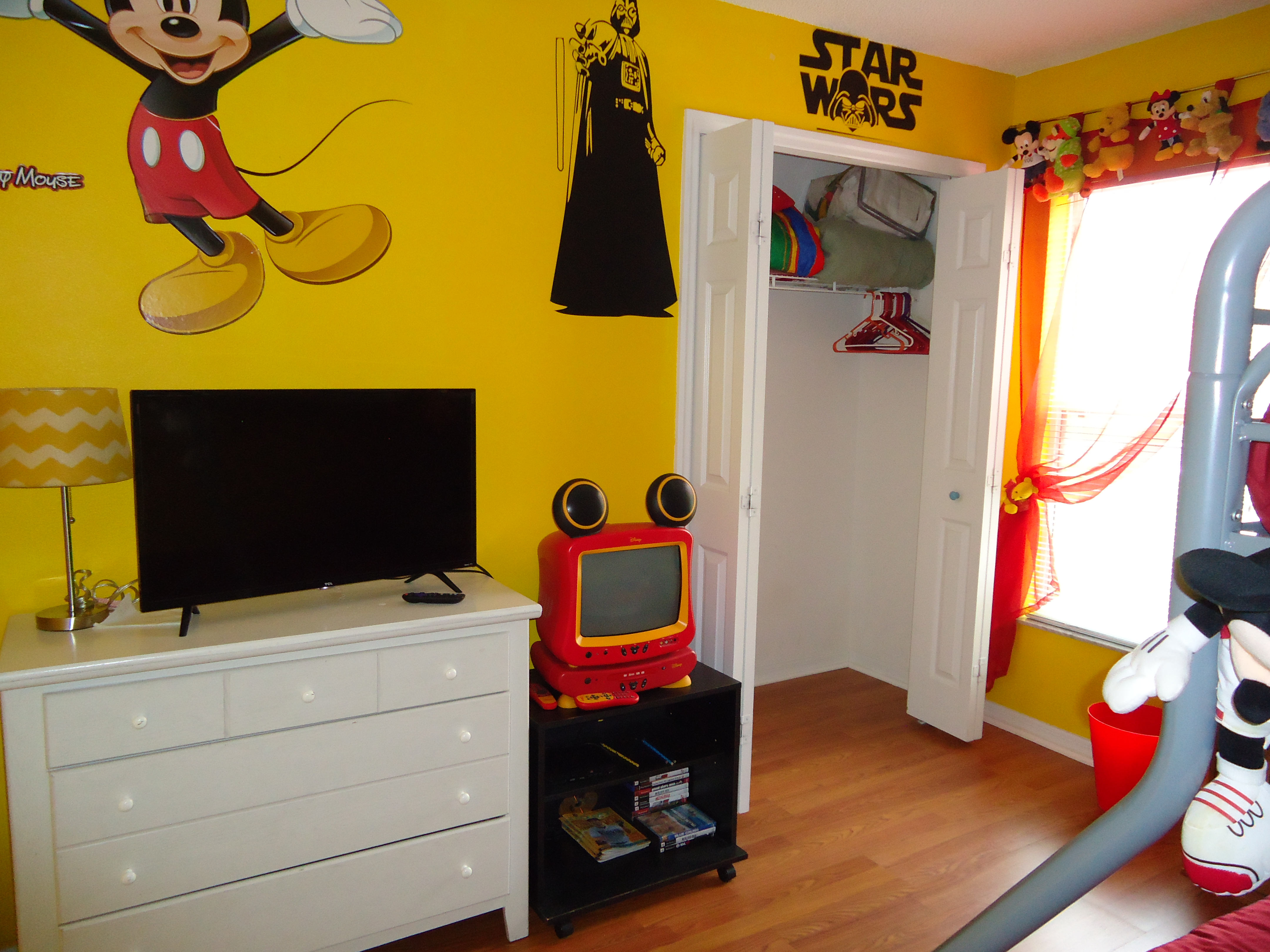 Picture of: 2 Twin Beds 1 Triple Bunk Beds Games Room Villa In 4 Bedroom Luxury Home Just 3 Miles To Disney 617
