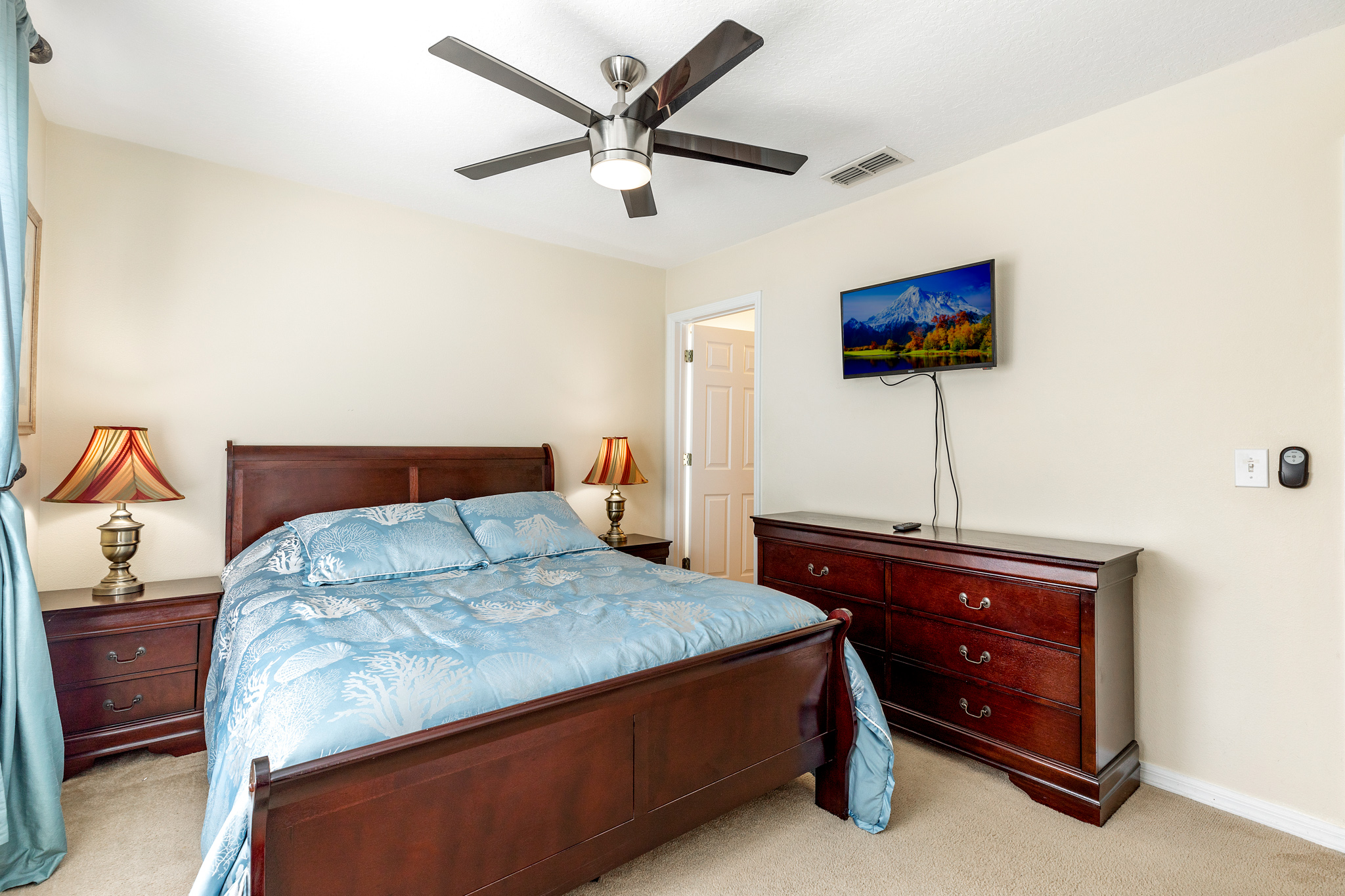 Perfect Home - Perfect Location!-128801