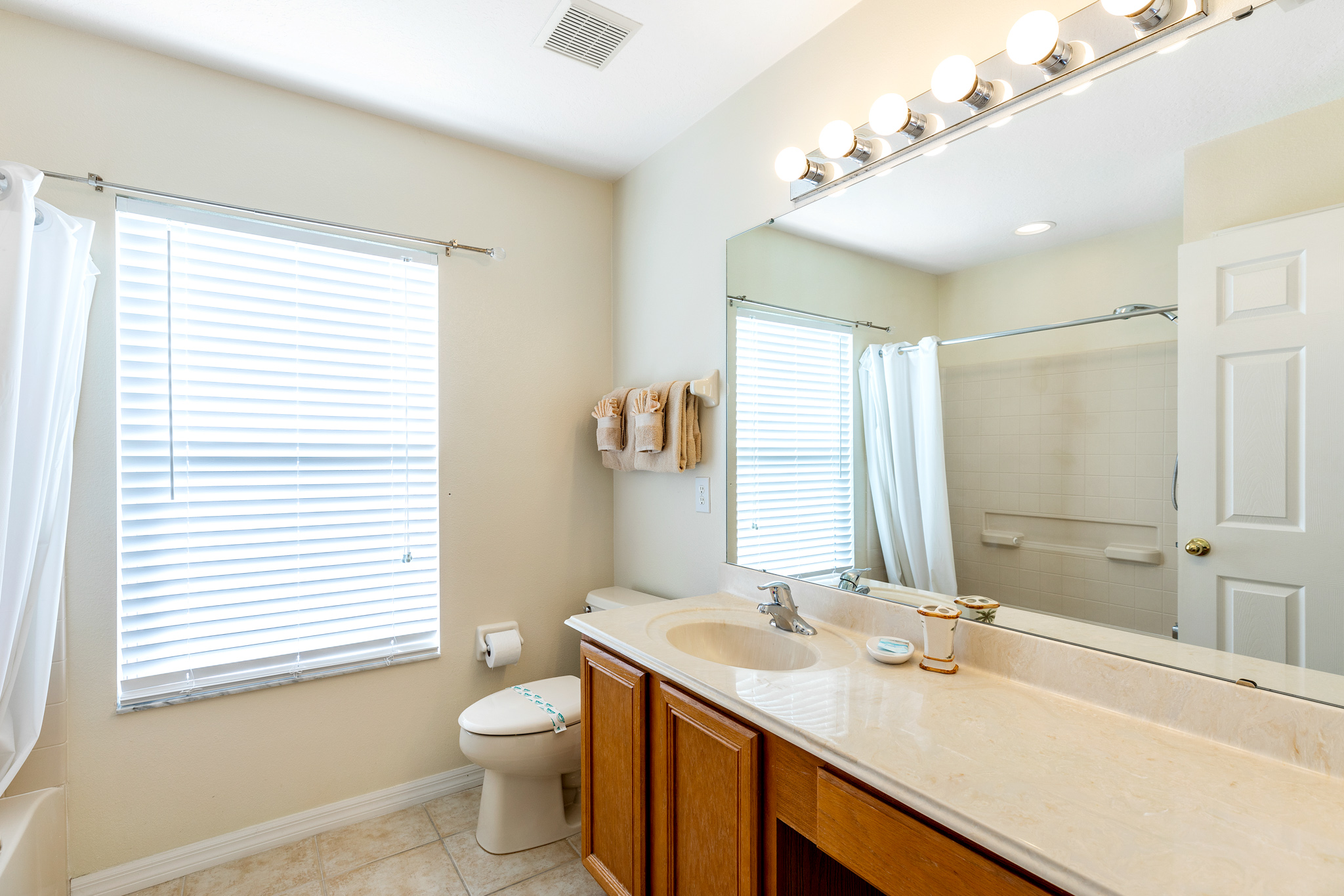 Perfect Home - Perfect Location!-128824