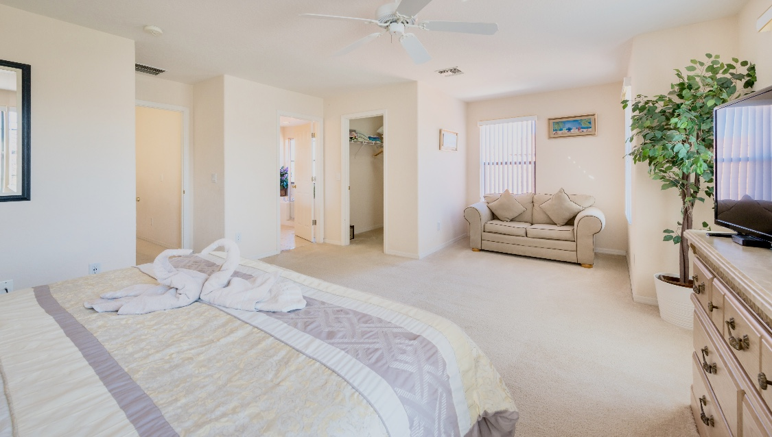 Stunning High Grove Pool Home 5 Bed-142159