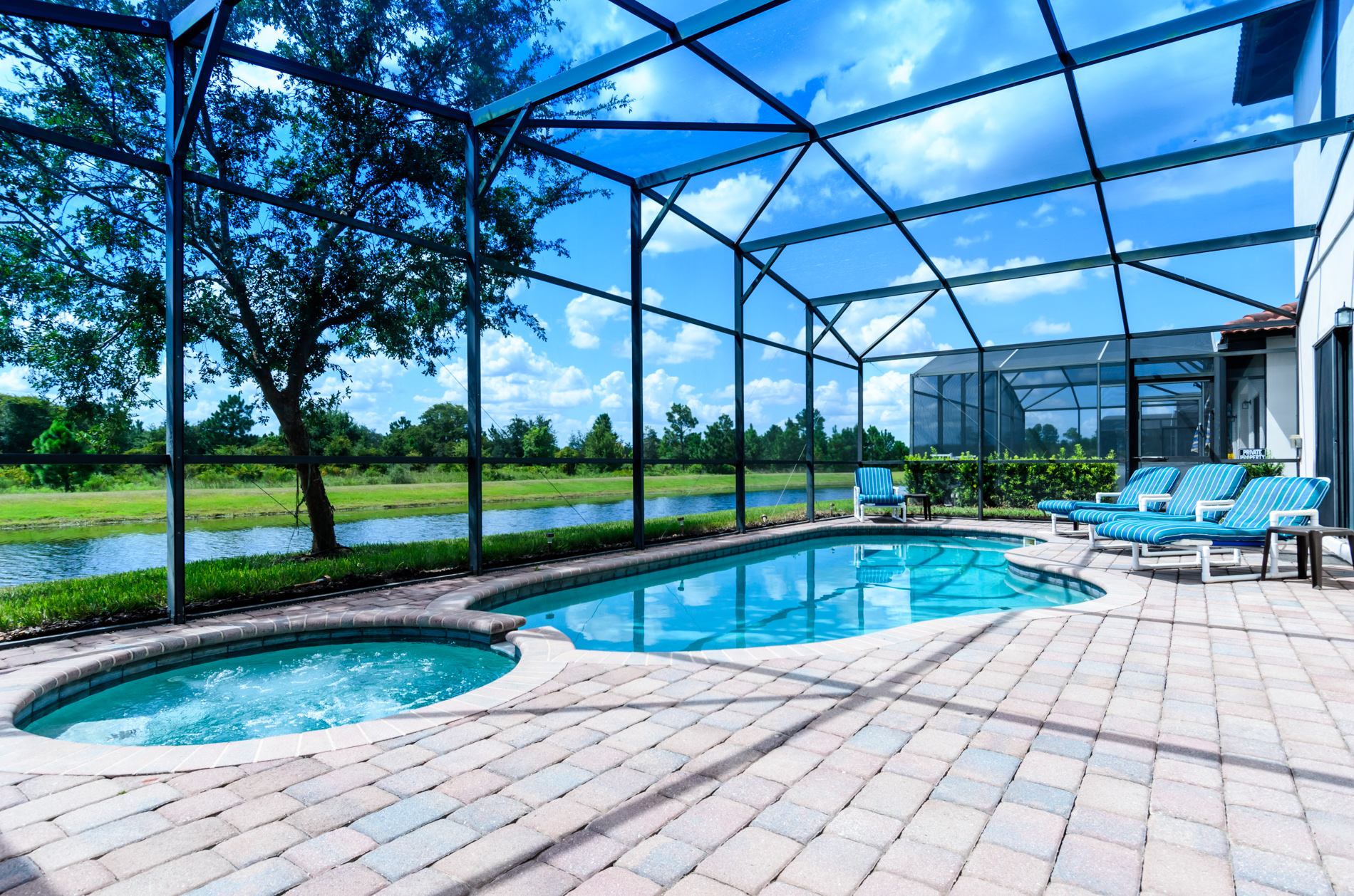 Stunning High Grove Pool Home 5 Bed-70549