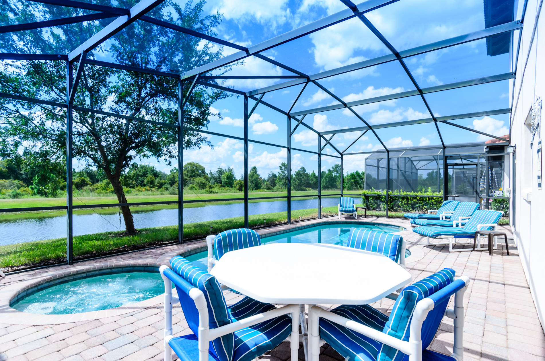 Stunning High Grove Pool Home 5 Bed-70552
