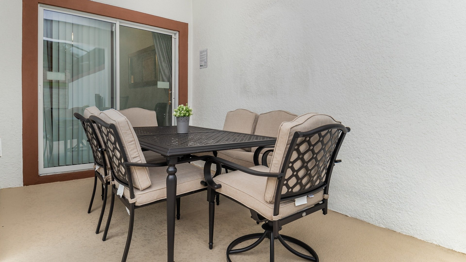 1562 Moon Valley Drive-210020