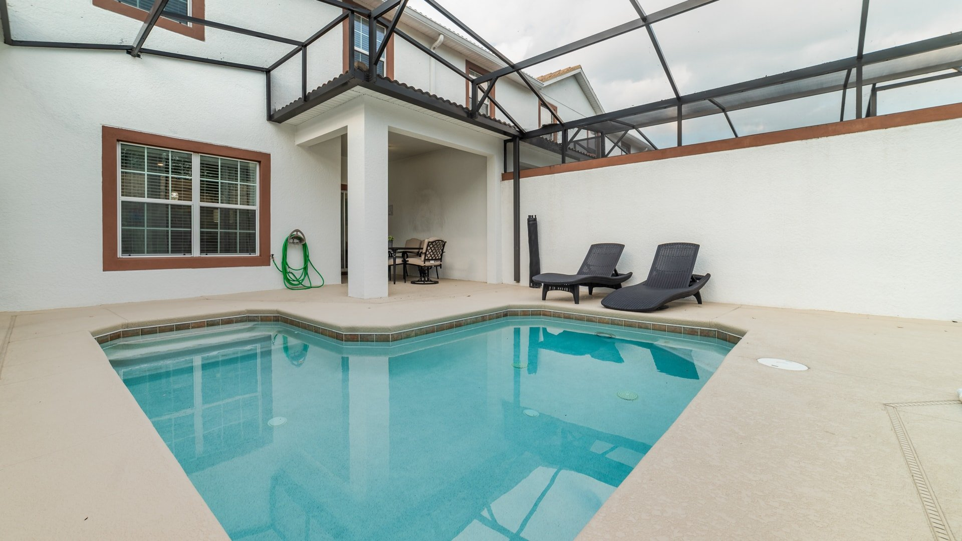 1562 Moon Valley Drive-210001