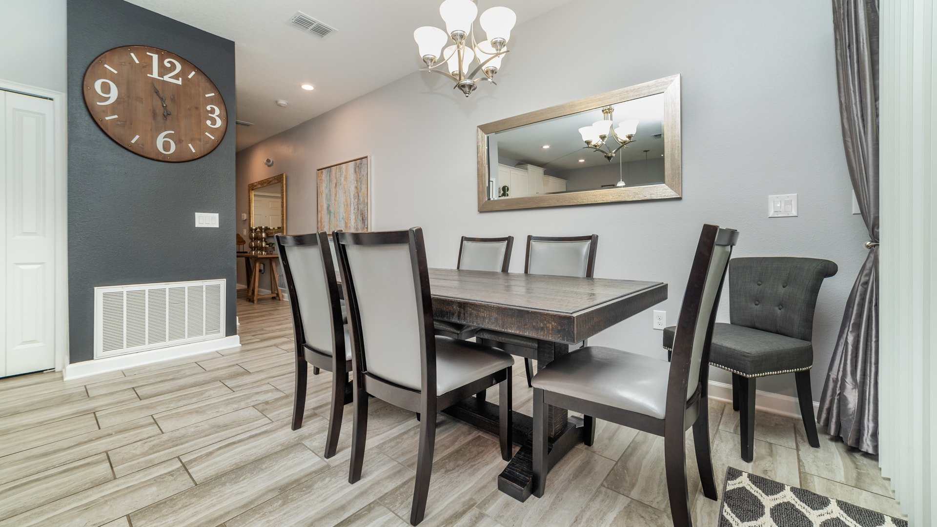 1562 Moon Valley Drive-210005