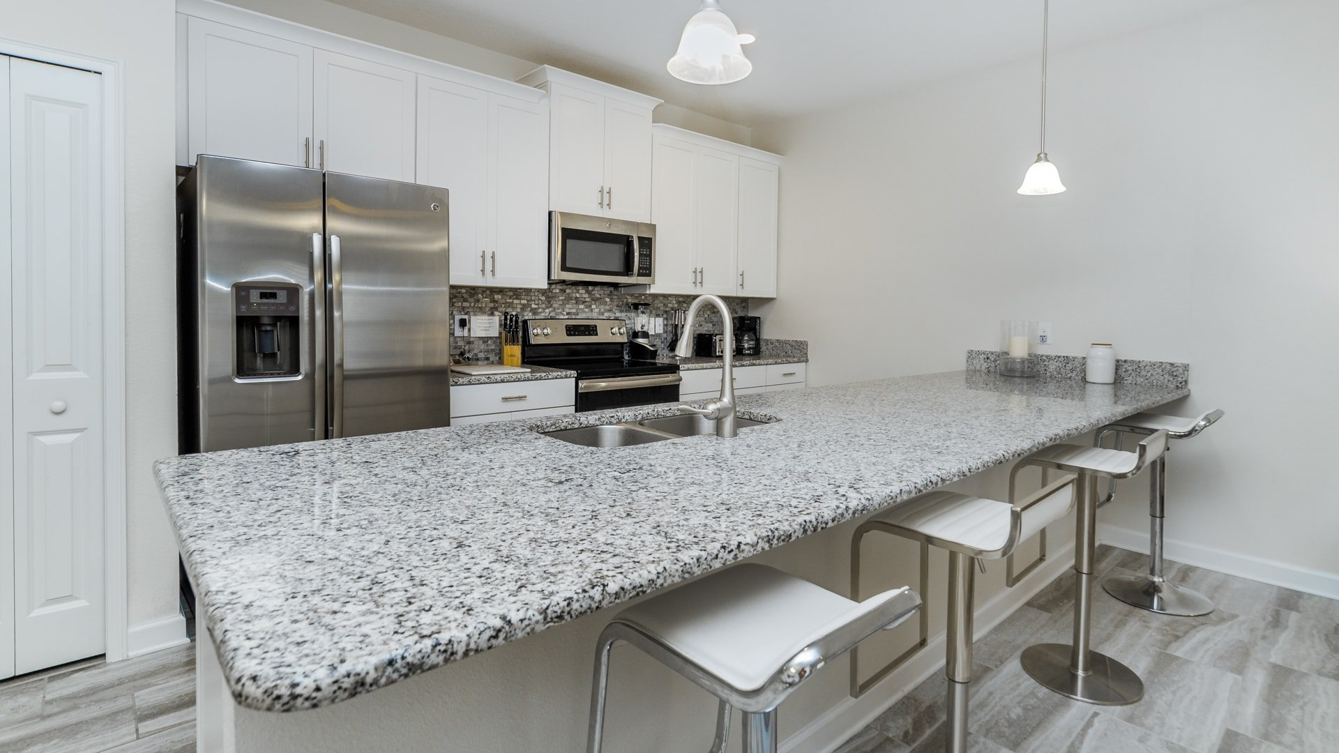 1595 Moon Valley Drive-210033
