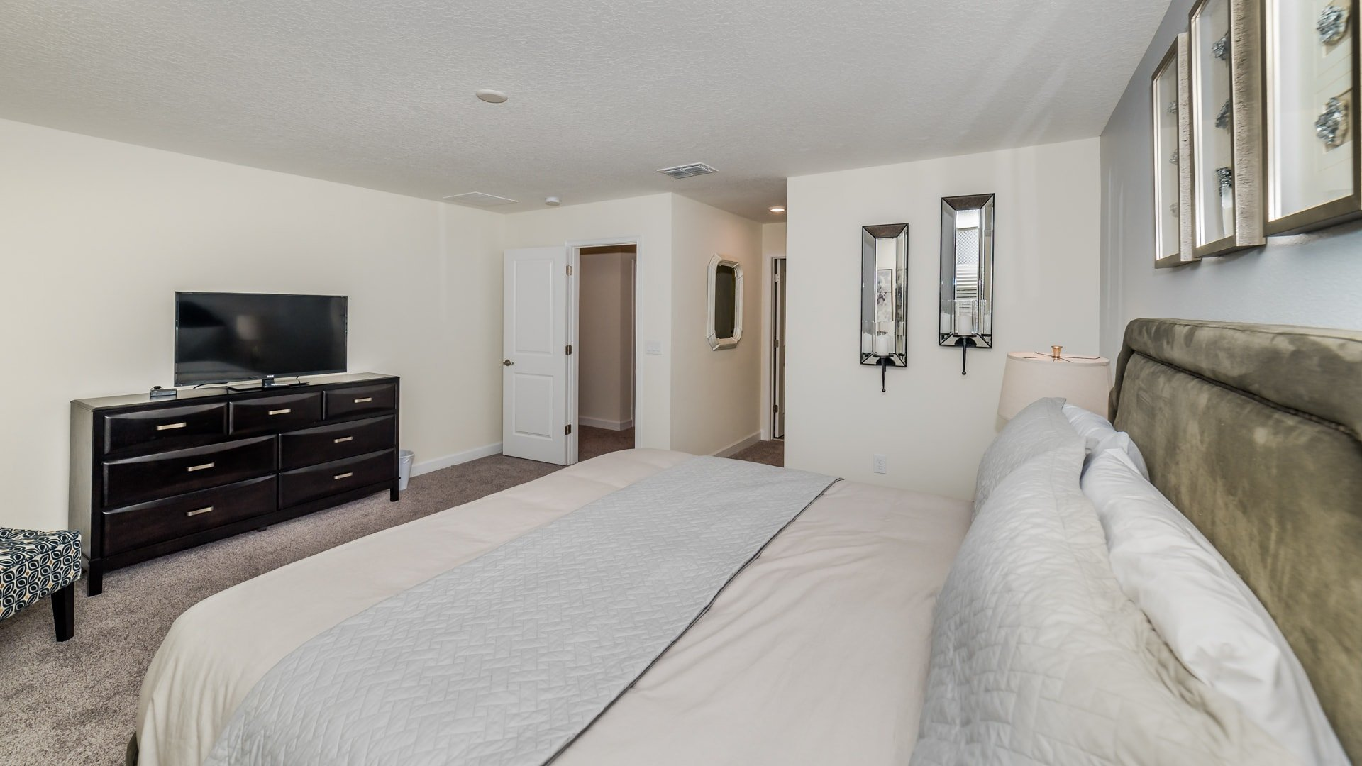 1638 Moon Valley Drive-210076