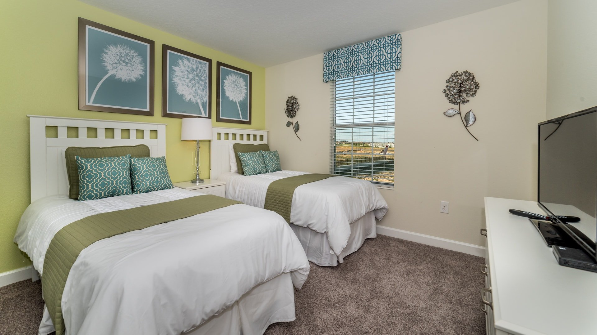 1638 Moon Valley Drive-210079