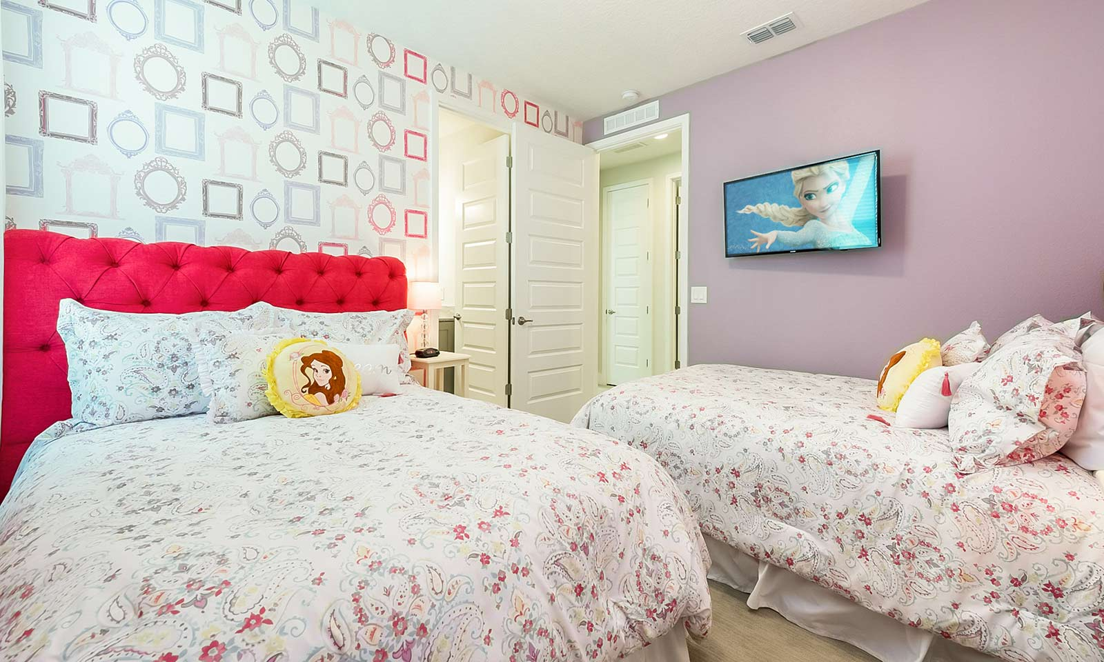 The Colorful Cottage-213364