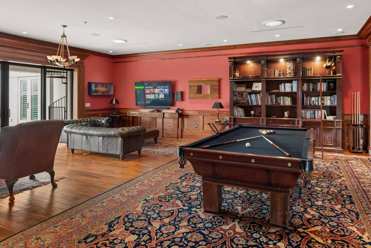 The Eclectic Colonial Estate-213663